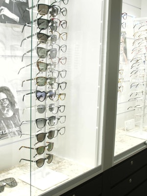 Bilde av utvalget av innfatninger og solbriller hos Krogh Optikk Sandvika