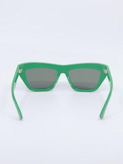Bilde av grønn solbrille fra Bottega Veneta