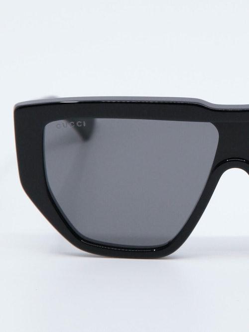 Nærbilde av solbrille GG0997S