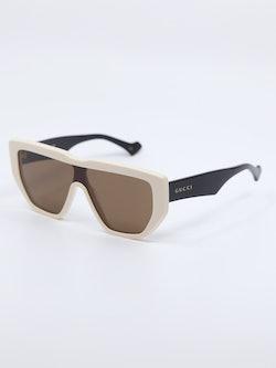 Bilde av solbrille GG0997S fra Gucci i farge hvit og sort