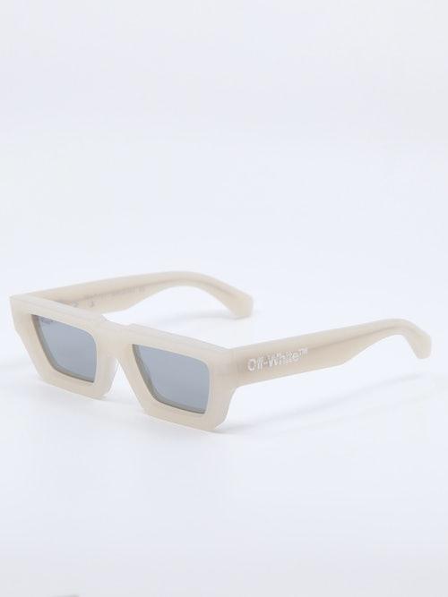 Bilde av solbrille fra Off-White, modell Manchester