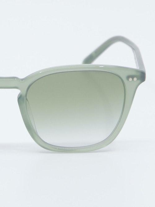 Nærbilde av solbrille OV5462SU