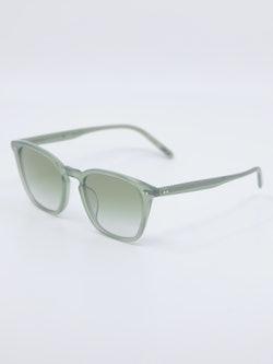 Bilde av grønn solbrille fra Oliver Peoples