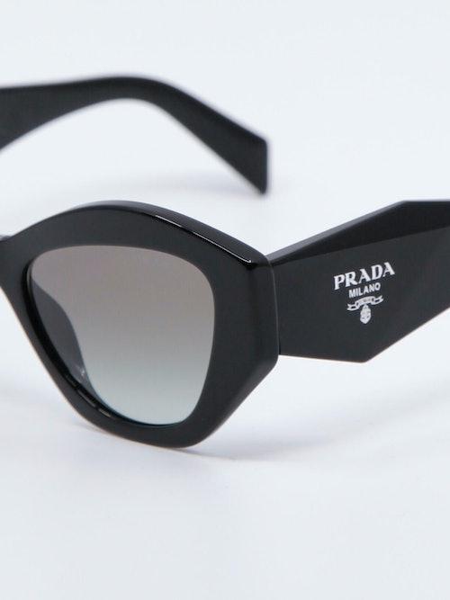 Nærbilde av solbrille 07YS fra Prada