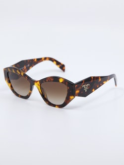 Bilde av solbrille fra Prada, modellnummer 07YS i farge havana