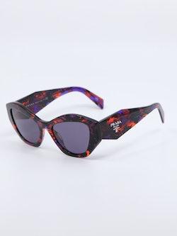 Bilde fra siden av solbrillen PR07 fra Prada