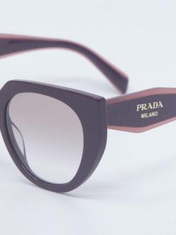 Nærbilde av solbrille PR14ws fra Prada
