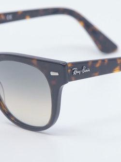 Nærbilde av solbrille RB2168 fra Ray-Ban