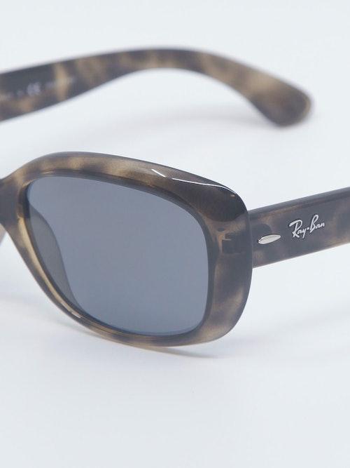 Nærbilde av solbrille RB4101