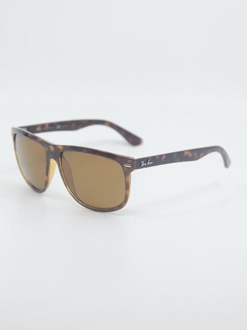 Bilde av solbrille fra Ray-Ban, modellnummer RB4147