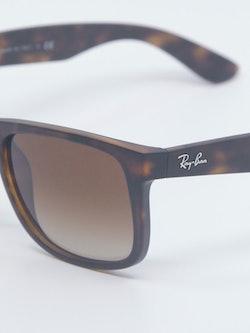 Nærbilde av solbrillen Justin fra Ray-Ban