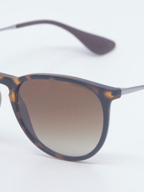 Nærbilde av solbrillen RB4171
