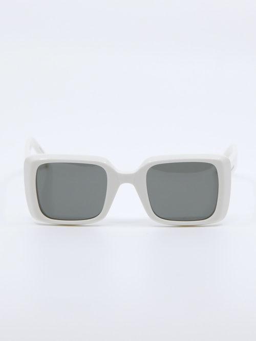 Bilde av hvit solbrille fra Saint Laurent