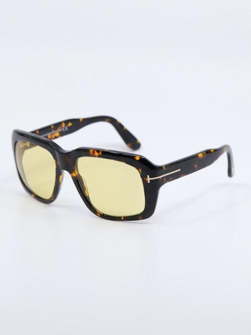 Bilde av solbrille fra Tom Ford med gule glass