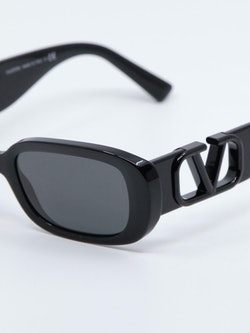 Nærbilde av solbrille VA4067