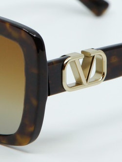 Nærbilde av solbrille VA4065 fra Valentino