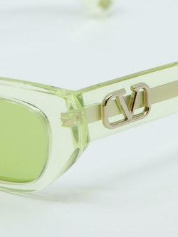 Nærbilde av solbrille fra Valentino VA4080 i farge grønn