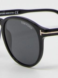 Nærbilde av solbrille TF834 dante