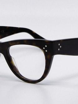 Nærbilde av cateye-brille fra Celine