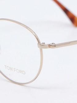 Nærbilde av brille FT5500