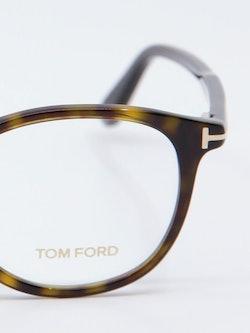 Nærbilde av Tom Ford FT5401