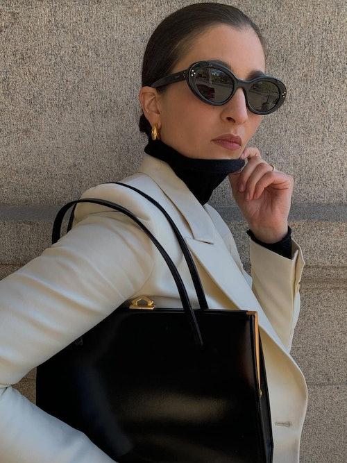 Bilde av Katarina Petrovic med solbrillen CL40193i fra Celine