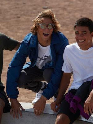 Bilde av tre personer med solbrille fra Oakley