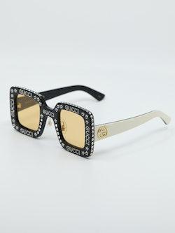 Bilde fra siden av solbrille fra Gucci modellnummer gg0780s