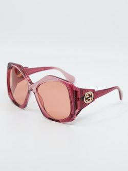 Bilde av solbrille fra Gucci gg0875s fra siden.